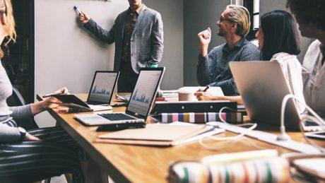 وقتی سؤالی در مورد کسبوکارتان دارید، به کجا مراجعه میکنید؟
